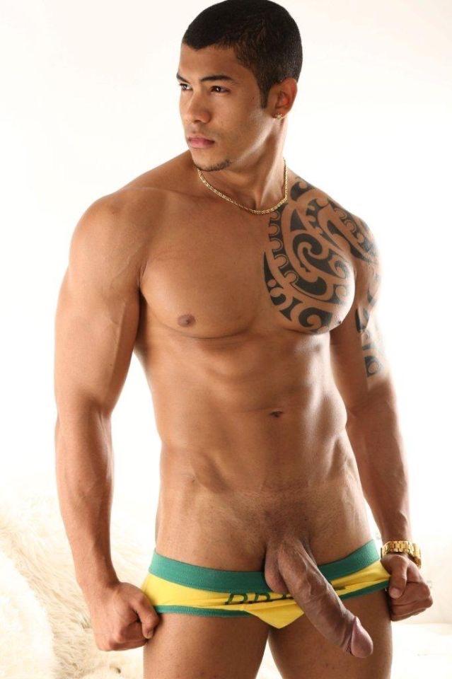 escort tetona gay musculoso