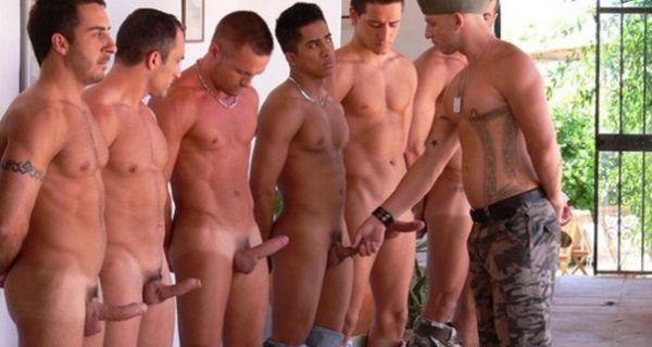 фото голых мужиков со стоячим