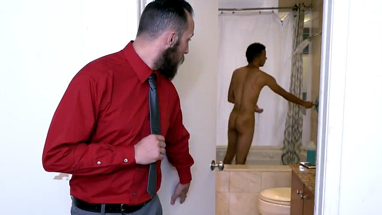 Fodi meu enteado no banho
